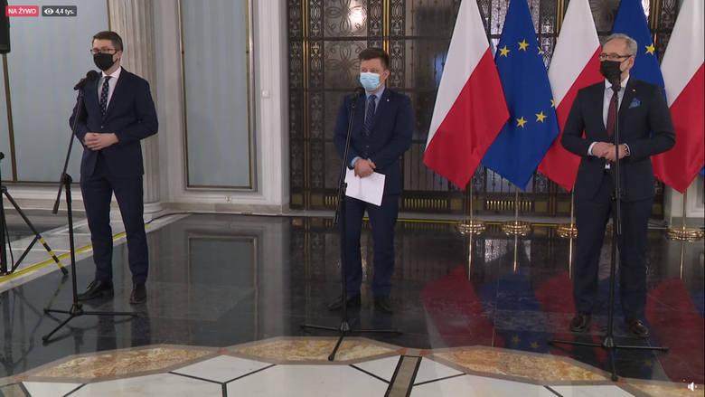 Ministrowie Dworczyk i Niedzielski podczas konferencji