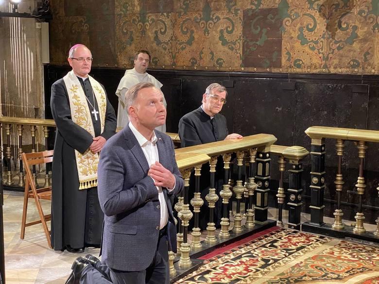 Prezydent Andrzej Duda odwiedził po wyborach Jasną Górę.Zobacz kolejne zdjęcia. Przesuwaj zdjęcia w prawo - naciśnij strzałkę lub przycisk NASTĘPNE