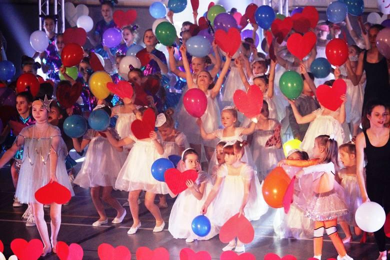 W niedzielnym koncercie charytatywnym zespołu Trans udział wzięło 170 tancerzy.Zyski z imprezy przekazane zostaną pięciorgu ciężko chorym dzieciom. Tancerze