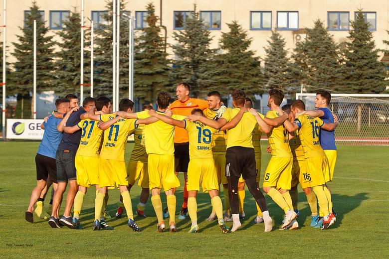 Ekoball Stal Sanok pokonał na własnym obiekcie rezerwy Resovii 1:0. Zobaczcie zdjęcia z tego meczu. Ekoball Stal Sanok - Resovia II 1:0 (0:0)Bramka: