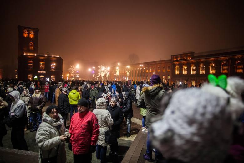 Sylwester 2014/2015 w Łodzi. Pokaz sztucznych ogni w Manufakturze [ZDJĘCIA+FILM]