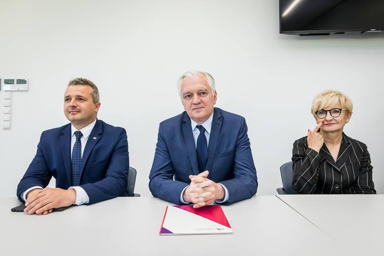 Jarosław Gowin poprosił wczoraj przedsiębiorców o opinie na temat, co rząd robi dla gospodarki.