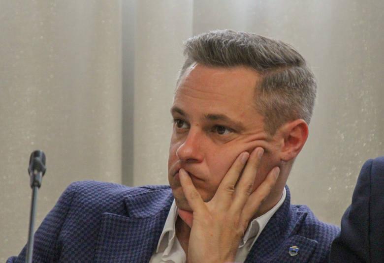 Paweł Zastrowski, radny Koalicji Obywatelskiej w Przemyślu, obawia się, że miasto może stracić nawet 46 mln zł dofinansowania z Norweskiego Mechanizmu