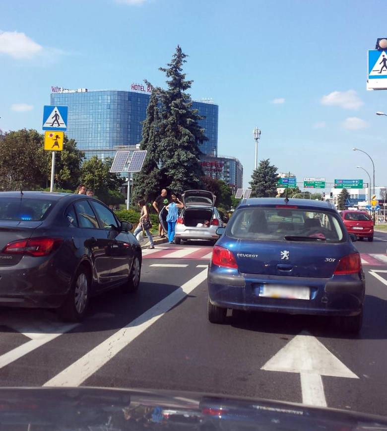 Na ulicy Cieplińskiego w centrum Rzeszowa prawdopodobnie doszło do potrącenia - napisał kilkanaście minut temu nasz Czytelnik. - Lewy pas jezdni, w kierunku