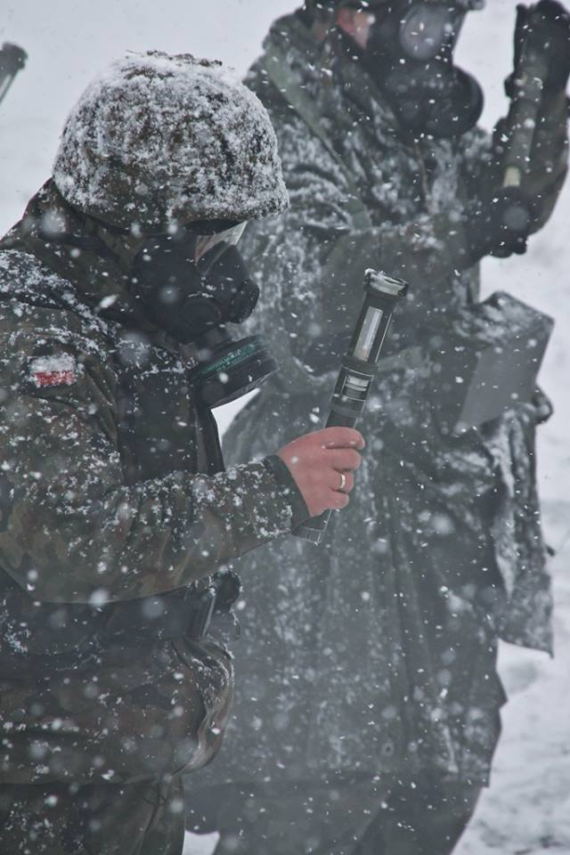 """W środę, 17 lutego, 10 Brygada Kawalerii Pancernej ze Świętoszowa realizowała ćwiczenia poligonowe pod kryptonimem """"Mgła-16"""". Zimowa aura i śnieżyca"""