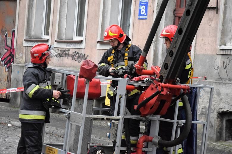 Do katastrofy budowlanej doszło w kamienicy, pustostanie przy ul. Kościuszki 6 w Inowrocławiu, stojącej naprzeciw kościoła św. Krzyża. Zawalił się tam