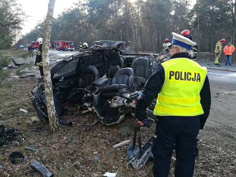 W ubiegły piątek (30.11) w wypadku drogowym w pobliżu Kowala zginął kierowca audi. Toruńska prokuratura sprawdza czy to mężczyzna podejrzany o usiłowanie