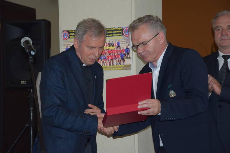 Parafialny Uczniowski Klub Sportowy Maksymilian w Gorzowie obchodził 10 urodziny. Z tej okazji władze Lubuskiego Związku Piłki Nożnej uhonorowały działaczy,