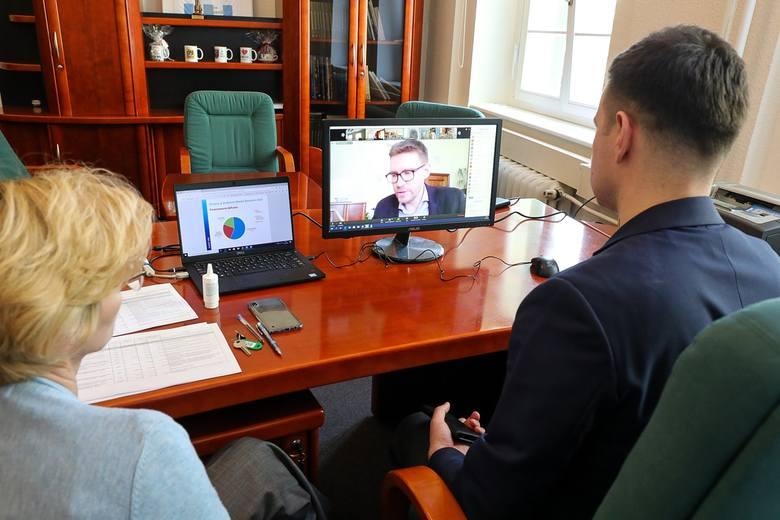 Na zdalnej komisji radni debatowali o budżecie Szczecina