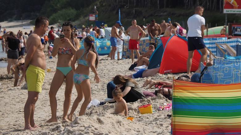 Zobaczcie, jak we wtorkowe południe wyglądała plaża zachodnia w Kołobrzegu.