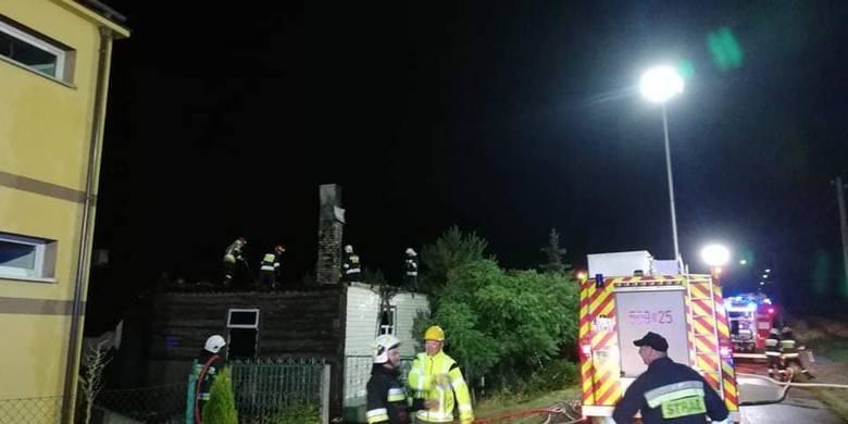 Do pożaru domu mieszkalnego doszło w nocy z soboty na niedzielę około godz. 1 w Woli Zambrowskiej. Na szczęście przebywający wewnątrz opuścili zagrożone