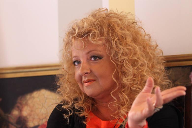 """Katarzyna Dowbor jeździ po kraju i remontuje domy w programie """"Nasz nowy dom"""""""