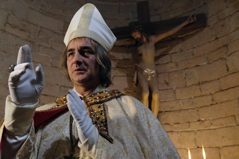 Korona Królów odcinek 36. Biskup Grot spotyka się z Nekandą - doradcą króla, który dla swoich prywatnych korzyści, zaczyna donosić o planach Kazimierza.