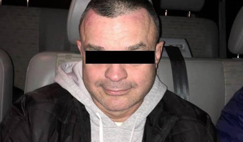 """Grzegorz Ł., nazywany """"mózgiem"""" i liderem skoku stulecia, podczas którego fałszywy konwojent ukradł 8 mln zł w Swarzędzu, stanie w środę przed sądem."""