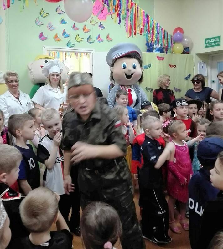 Doroczna karnawałowa zabawa odbyła się w Przedszkolu nr 14 Muzyczna Kraina w Inowrocławiu. Na parkiecie pląsali: Spiderman, żółwie ninja, księżniczki,