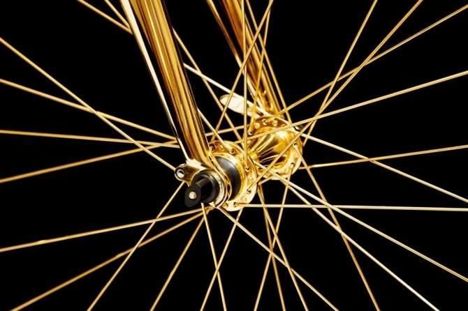 Rower szosowy z 24-karatowego złota