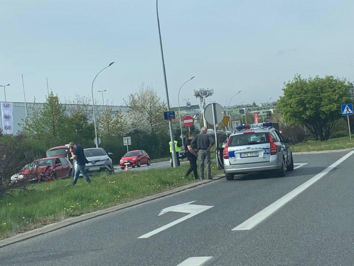 W wyniku zderzenia dwóch samochodów na ul. Witosa w Rzeszowie jedna osoba została poszkodowana. - Około godziny 14:40 na ulicy Witosa, kierujący toyotą