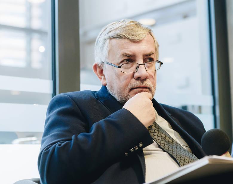 Prof. Tadeusz Gadacz: Pamięć i otwartość<br /> Patriotyzm to miłość Ojczyzny, bo Ojczyzna jest miejscem naszego pochodzenia. Każdy jest skądś. Powinna być także przez nas wybrana. Wybór Ojczyzny wyraża się w odpowiedzialności za Ojczyznę. W Polsce jesteśmy świadkiem sporu między patriotyzmem...