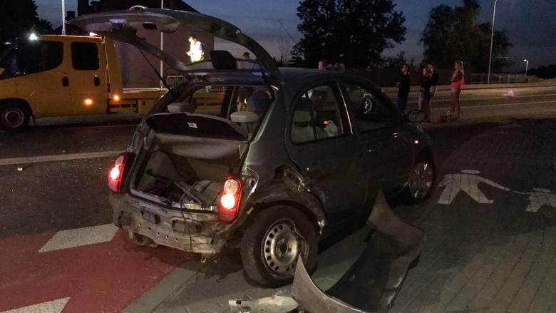 Do zdarzenia doszło w sobotę o godz. 21.35 na ulicy Niemodlińskiej w Opolu, na wysokości mostu nad kanałem Ulgi. Kierowca nissana nie zachował ostrożności