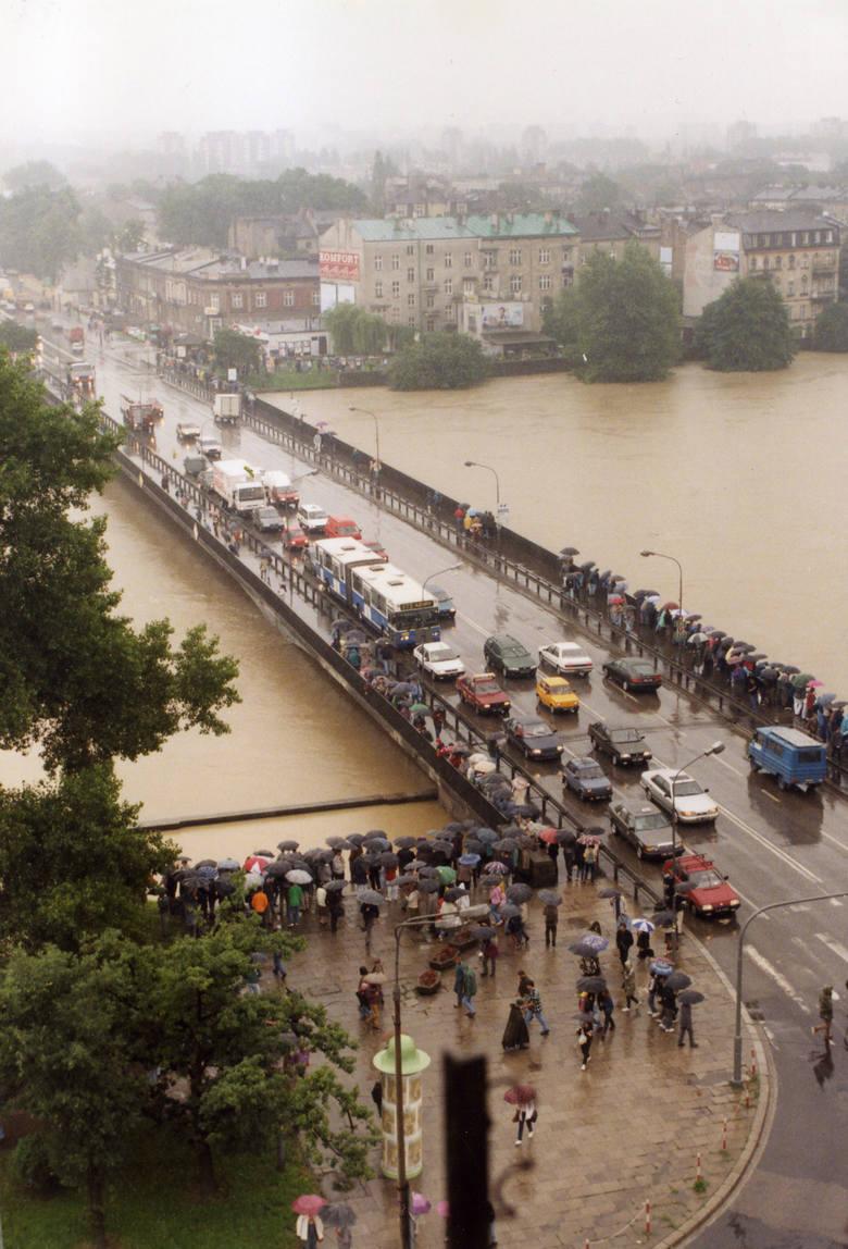 """Właśnie mija 21 lat od czasu, gdy przez Polskę przeszła """"Powódź Tysiąclecia"""". Drugi tydzień lipca w roku 1997 przebiegał w południowej"""