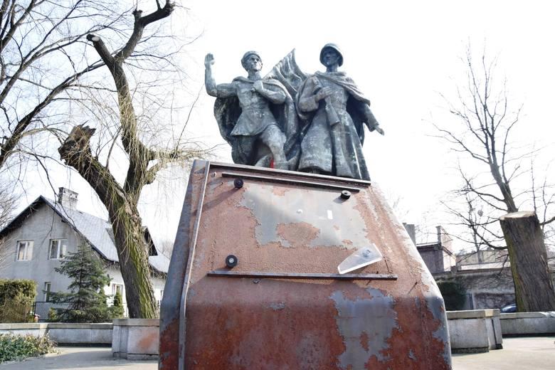 Pomnik Braterstwa Broni w Czechowicach-Dziedzicach pochodzi z 1953 r.Zobacz kolejne zdjęcia. Przesuwaj zdjęcia w prawo - naciśnij strzałkę lub przycisk