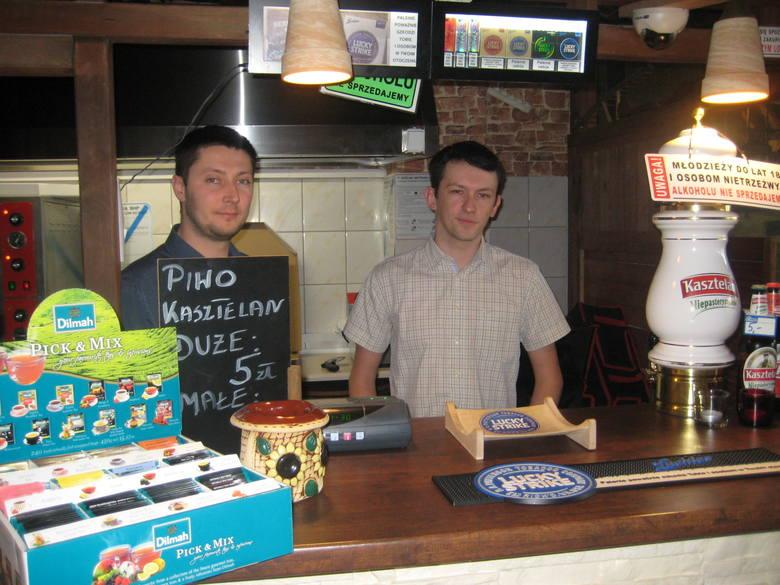Rafał Wonicki (z prawejstrony) i Robert Obniski od ok. roku prowadzą razem pizzerię Biesiadowo w Białymstoku