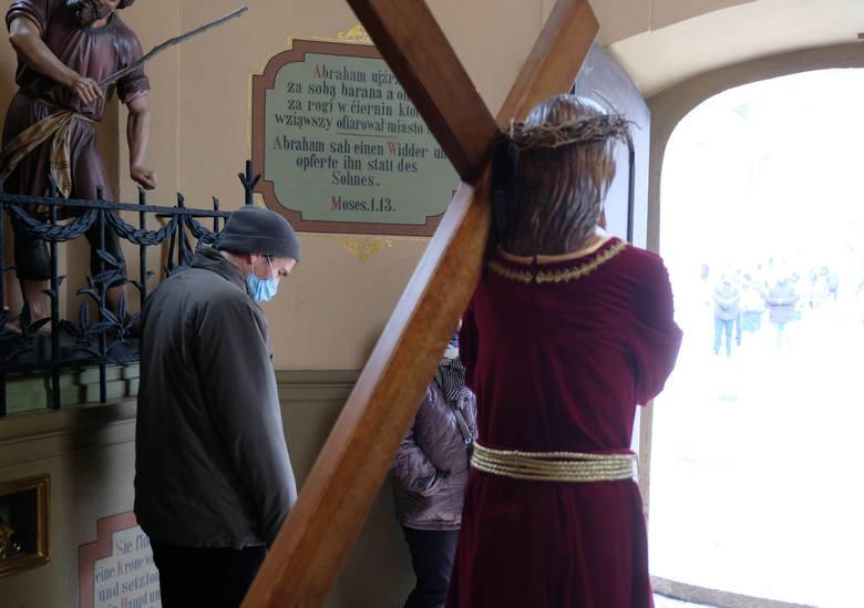 Droga krzyżowa na Górze św. Anny. To tutaj bije serce śląskiego katolicyzmu.Zobacz kolejne zdjęcia. Przesuwaj zdjęcia w prawo - naciśnij strzałkę lub
