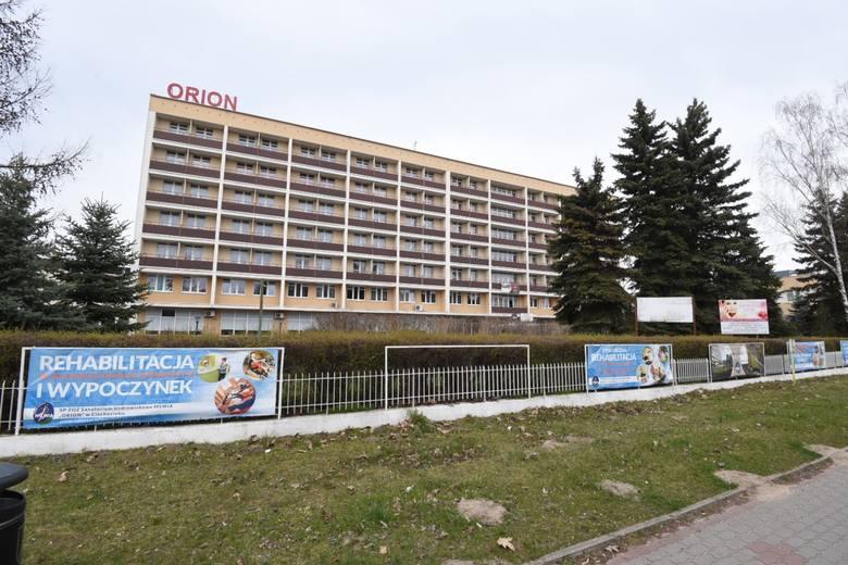 Izolatorium , w którym przebywają pacjenci z Torunia to miejsce do zbiorowej kwarantanny zarówno dla tych z ujemnym wynikiem testu, jak również pacjentów