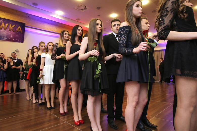 Przed najtrudniejszym wyborem stoją dziewczyny, dla których wybranie sukienki stanowi czasem nie lada wyzwanie. Czy ma być długa, czy krótka? W jakim