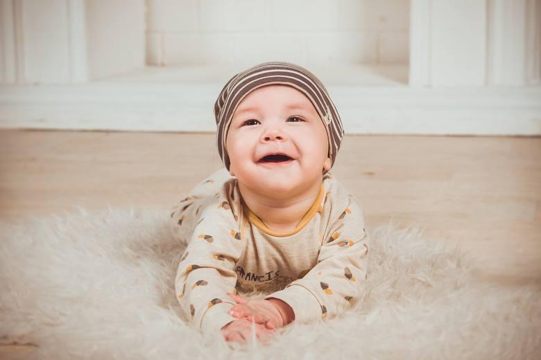 Od kiedy?Do 6 miesiąca życia dzieci powinny pić tylko mleko matki lub specjalne mleko modyfikowane. Do pierwszego roku życie nie powinno się podawać