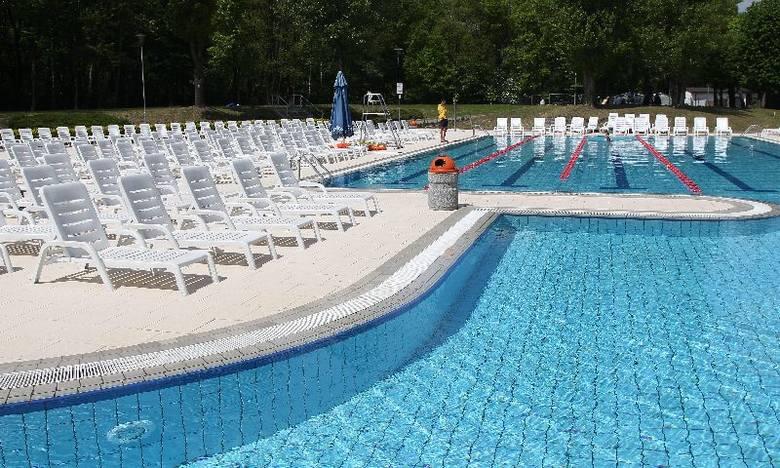 Na Fali uruchomiono zewnętrzne baseny [zdjęcia]