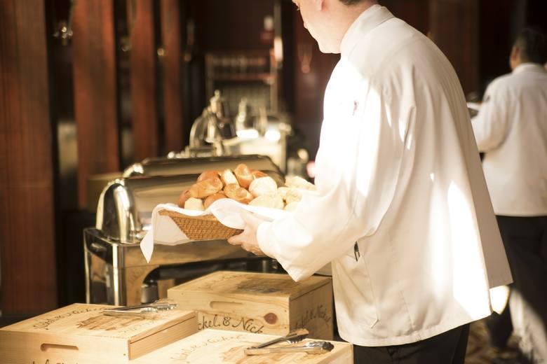 Brak pomysłu, gdzie zjeść coś smacznego w Łodzi? Spieszymy z pomocą! Przygotowaliśmy dla Was ranking 10 najlepszych restauracji w Łodzi, według ocen