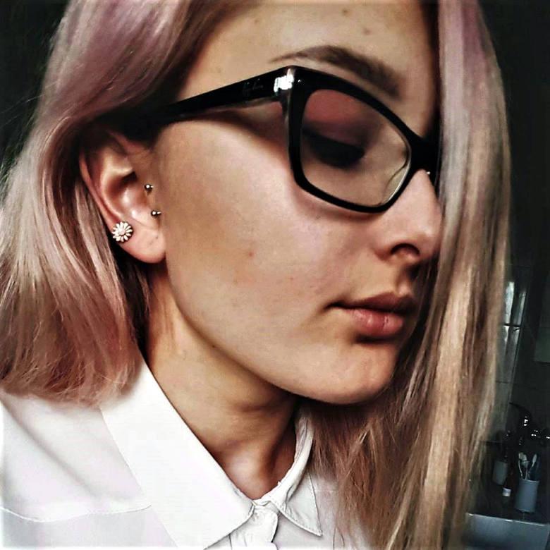 Katarzyna Kania, uczennica, 18 lat:<br /> Czy istnieją racjonalne powody do naginania prawdy? Owszem - nieświadomość potrafi uchronić  jednostkę od rozpaczy, lęku czy frustracji. Jednak prawda, do której dążono latami, w obronie której sprzeciwiano się systemowi, a nawet poświęcano życie - stoi...