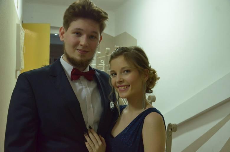Studniówek nie ma końca. I Liceum Ogólnokształcące w Hajnówce swój bal zorganizowało na sali gimnastycznej.