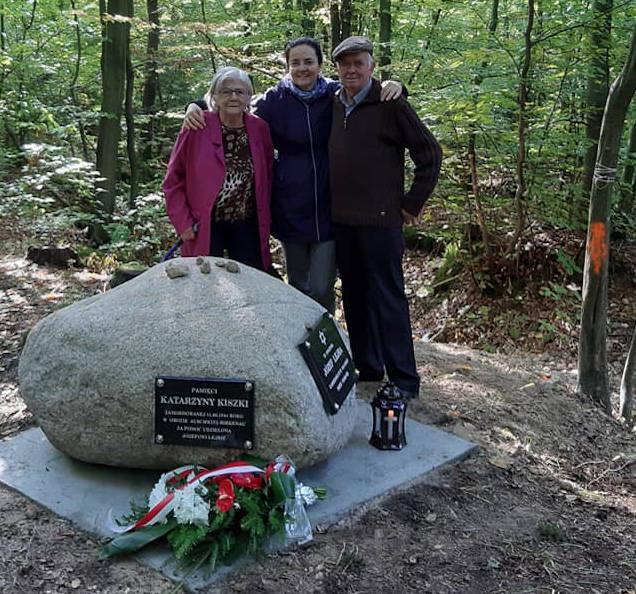 Dzięki badaniom prof. Sabiny Bober z Katolickiego Uniwersytetu Lubelskiego (nz. w środku) udało się upamiętnić tragiczną historię Józefa Lejby i Katarzyna Kiszka z Harty. Obok na fot Tadeusz Kiszka (uratowany przez mamę w czasie II wojny światowej) i jego żona Zofia.