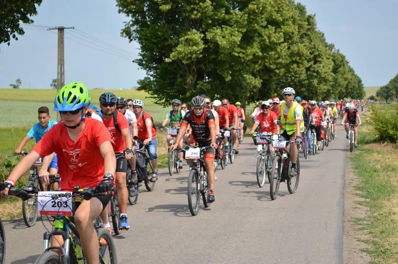 """W Żninie po raz kolejny odbyła się impreza """"Kujawsko - pomorskie na rowery"""". W tym roku zapisało się do udziału w niej 520 osób z kujawsko"""