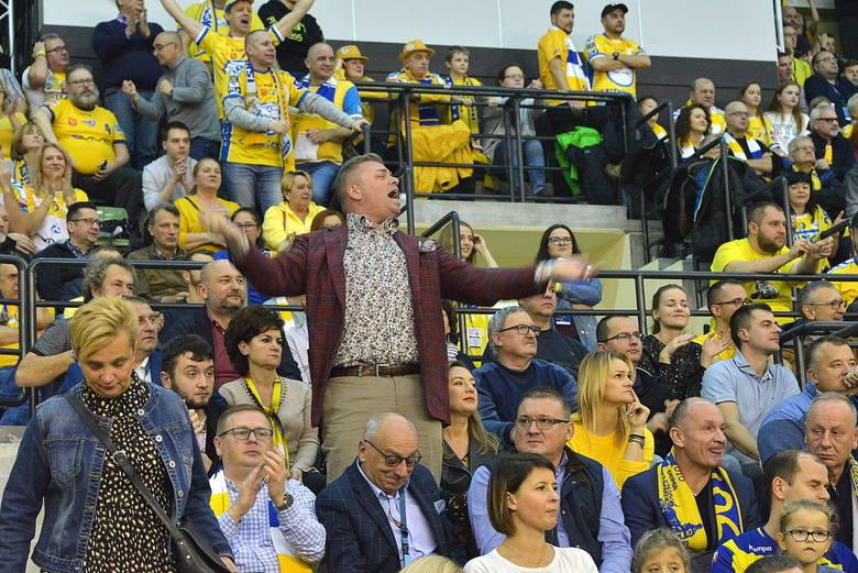 Mecz Ligi Mistrzów piłkarzy ręcznych PGE VIVE Kielce z Barçą Lassa oglądało na żywo wielu znanych miłośników sportu. Gorąco kibicowali prezes Bertus