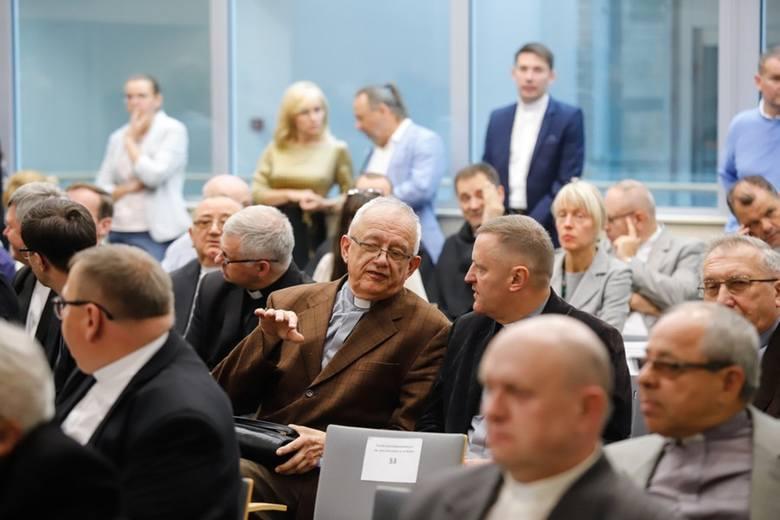 Wręczenie umów w sprawie dotacji na remonty zabytków nastąpiło w Urzędzie Marszałkowskim w Toruniu
