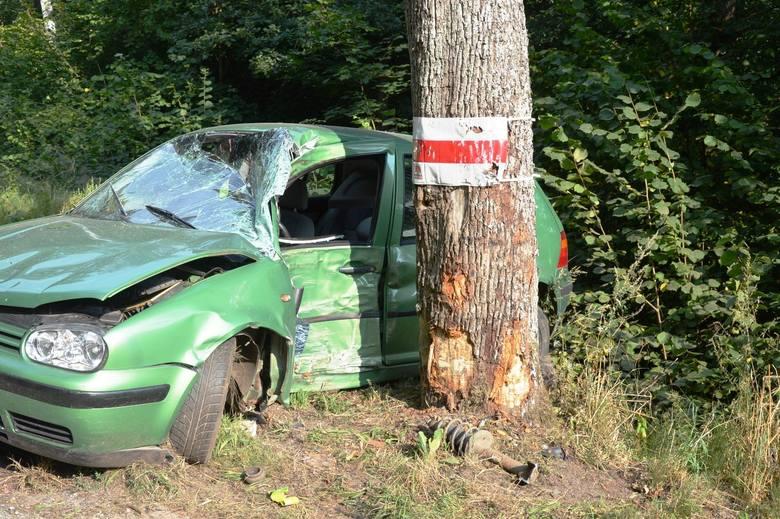 Na trasie Bytów – Pomysk Wielki doszło do zdarzenia drogowego. Ze wstępnych ustaleń wynika, że kierujący pojazdem golf – 18 – letni mieszkaniec powiatu