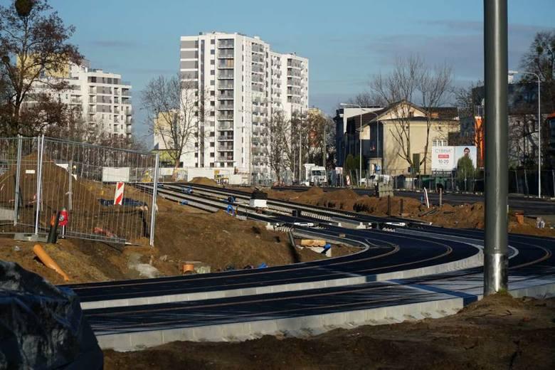 Prace na budowie tramwaju na Naramowice nie zwalniają i już można podziwiać pierwsze gotowe odcinki torowiska.Kolejne zdjęcie --->