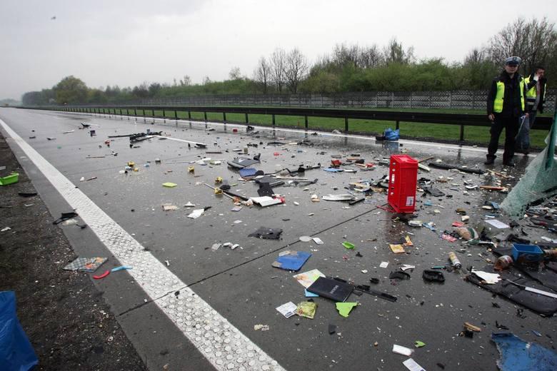 Zderzenie miało miejsce we wsi Gospodarz około godziny 18. W wypadku uczestniczyły: samochód osobowy i ciężarowy. Kierowca osobówki zginął na miejscu.