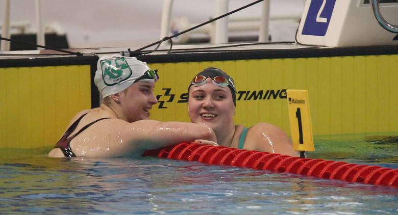 Pływanie w Zatoce Sportu. Ola i Paulina mistrzyniami Polski