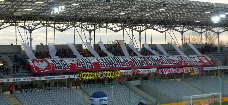 Kibice Korony z Młyna przygotowali piękną patriotyczną oprawę w czasie meczu PKO Ekstraklasy z Zagłębiem Lubin. Zaprezentowali ją w pierwszej połowie,