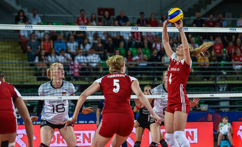 Marlena Pleśnierowicz (nr 4) nie tylko dobrze rozgrywała, ale serią zagrywek w czwartym secie pognębiła Niemki
