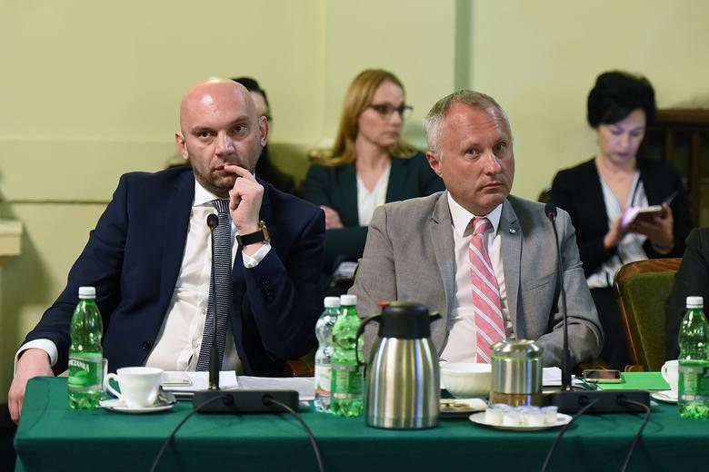 Ludomir Handzel (po prawej) i jego zaufany zastępca Artur Bochenek. Złośliwi mówią, że w sądeckim ratuszu wcielają się w rolę dobrego i złego policj