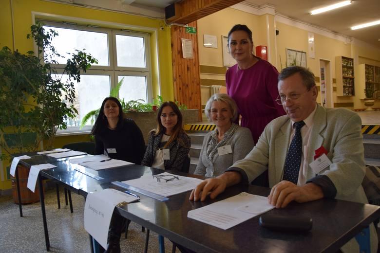 Komisja wyborcza nr 3 z przewodniczącą Małgorzatą Jur