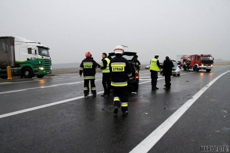 Opel astra zderzył się ze skodą octavią pod Opolem.