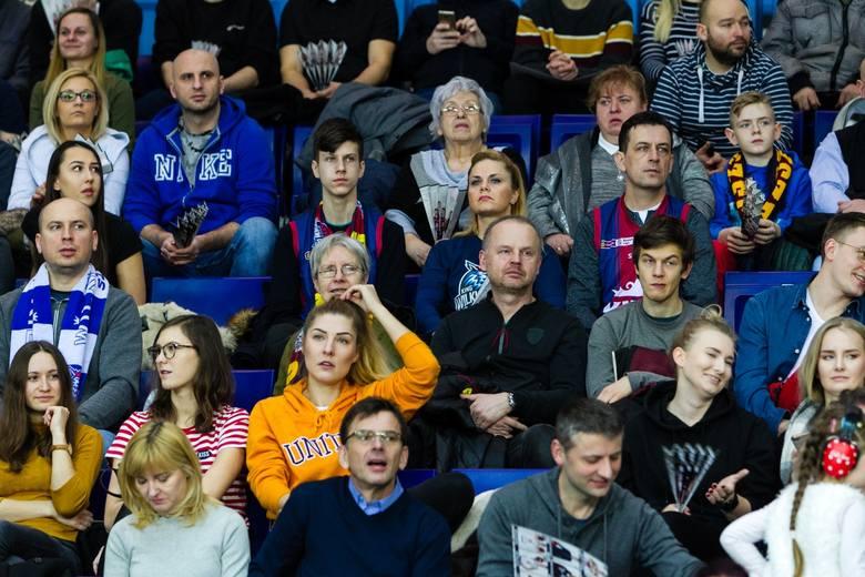Koszykarze King Szczecin wygrali trzeci mecz z rzędu. W niedzielę pokonali u siebie Legię Warszawa, rewanżując się za porażkę z I rundy. Na trybunach