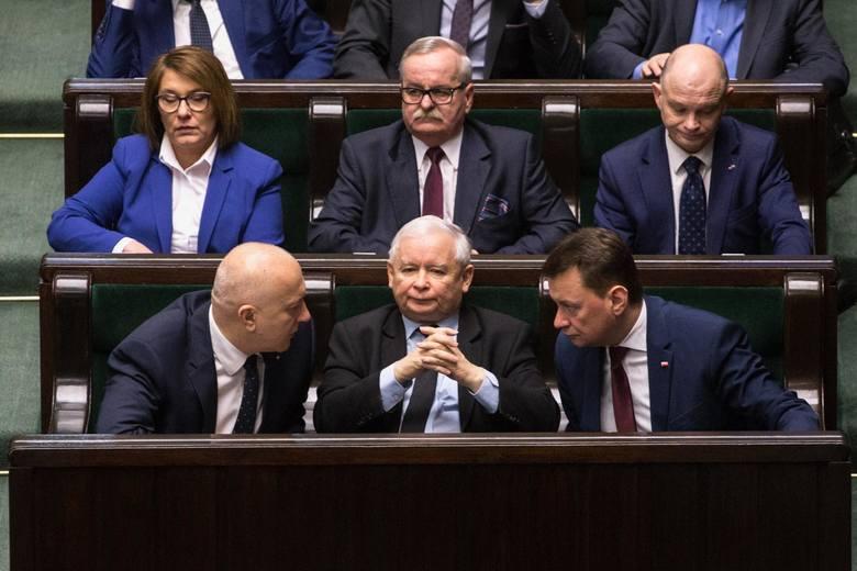 Zacznijmy od Jarosława Kaczyńskiego. Prezes Prawa i Sprawiedliwości wypowiadał się na sali plenarnej podczas obecnej kadencji Sejmu 27 razy. Były premier
