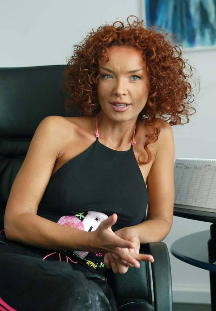 Ewa Minge urodziła się 23 maja 1967 w Szczecinku. Jest polską projektantką mody. Modą i luksusowym wzornictwem przemysłowym zajmuje się od 1994. Podstawą